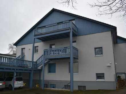 Vollständig renovierte 3-Zimmer-Dachgeschosswohnung mit Balkon und EBK in Sinstorf, Hamburg