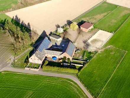 Bauernhaus in Xanten mit Reitplatz zu verkaufen