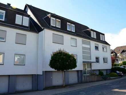 Helle 4 - Zimmer Wohnung mit schönem Balkon und Garage