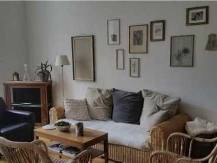 12qm-Zimmer in zentraler schöner Altbauwohnung