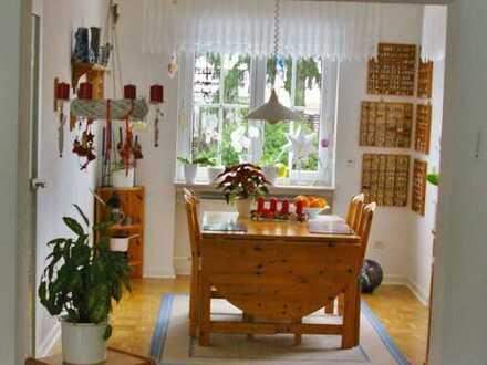Hier lässt es sich leben! Wunderschöne Wohnung in begehrter Wohnlage mit Garten!