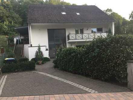 Sanierte 3-Zimmer-Dachgeschosswohnung mit Balkon und EBK in Meisenheim