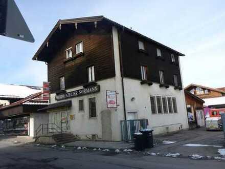 Sanierungsbedürftiges Mehrfamilienhaus in zentraler Lage!