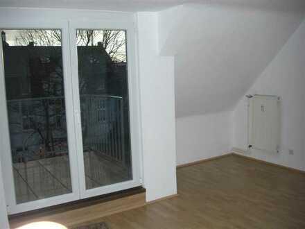 5-Zimmer-DG-Wohnung mit Balkon im Zentrum von Kamp-Lintfort - vollständig renoviert