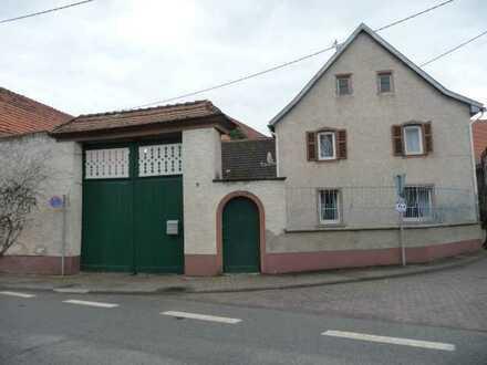 Ehemaliges bäuerliches Anwesen, eingetragen in die Liste der Kulturdenkmäler in RLP