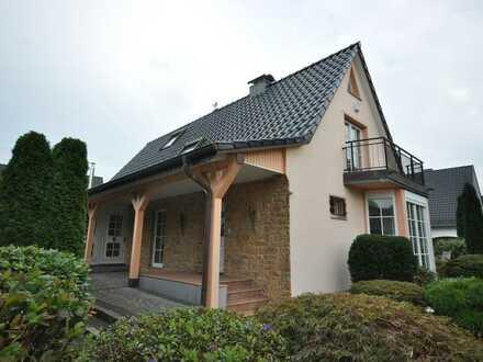 **Haus im Haus** gepflegte 2 Zimmer-Wohnung mit Balkon/Terrasse und sep. Eingang
