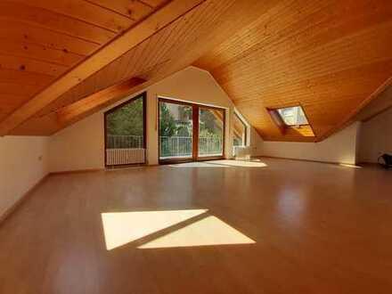 Gepflegte 3,5-Zimmer-Dachgeschosswohnung mit Balkon in Pforzheim