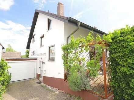 Gepflegte großzügige Doppelhaushälfte mit ELW, Garten und Garage