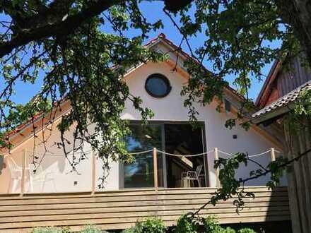 Wunderschöne top renovierte möblierte Altbauwohnung im Herzen eines Künstlerdorfes