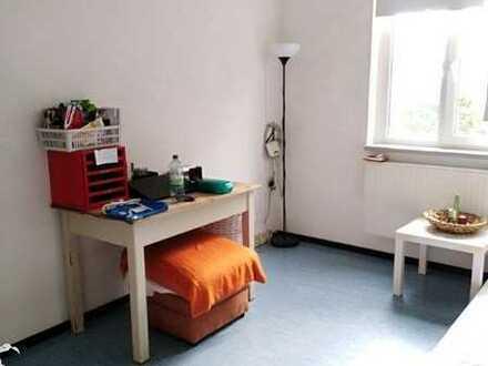 Schönes helles WG-Zimmer nahe dem Campus der HS-Magdeburg für ein Jahr
