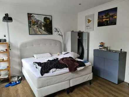 Kernsanierte 2 Zimmerwohnung in bester Lage! WG geeignet !