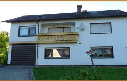 Großes Wohnhaus in ruhiger Lage mit Einbauküche, Wintergarten, Balkon, Garage und schönem Garten