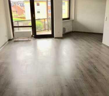 Erstbezug nach Sanierung mit Balkon: schöne 2,5-Zimmer-Wohnung in Wesel (Kreis)