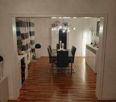 **Preis VB**Vollständig renovierte 2,5-Zimmer-Wohnung mit Balkon und EBK in Datteln