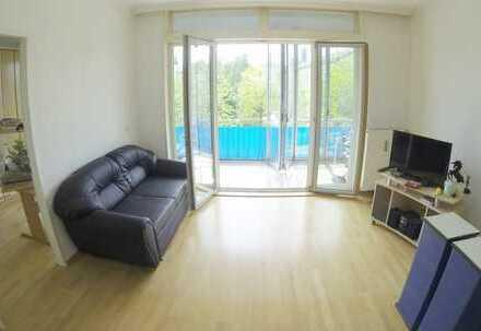 Wunderschöne 2 Zimmer DG Whg mit Wintergarten-Balkon Richtung Süden + Bad + Küche + Flur