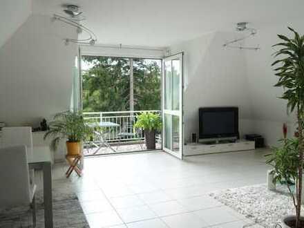 2,5-Zimmer-DG-Wohnung mit Balkon in München-Harlaching