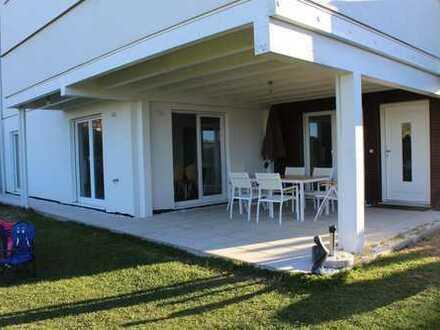 Schönes und helles Zimmer mit Terrasse und schönem Garten Mitbenutzung
