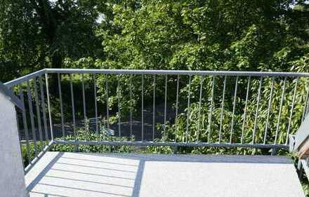 Freiburg-Munzingen: schöne 3-Zi-DG-Whg. auf 2 Etagen mit Balkon, Einbauküche u. Carport