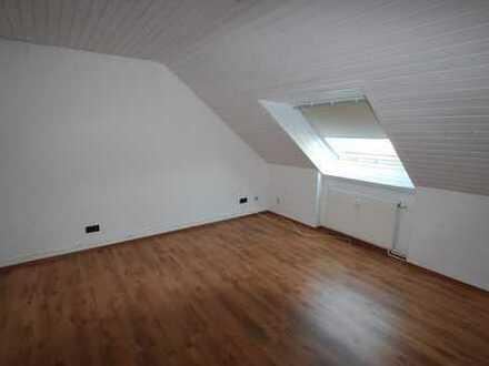 Schöne 2-Zimmer-Dachgeschosswohnung in ruhiger Lage !