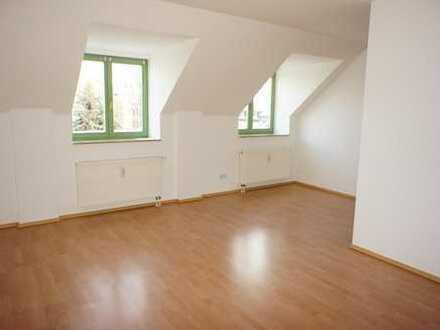 Schlafzi. hofseitig - schöne Dachschrägen - Bad mit Fenster - EBK !!!