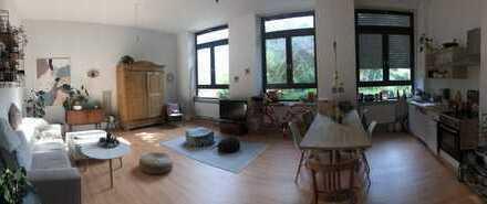 Schöne, geräumige, kernsanierte 3 Zimmer Altbauwohnung, auch WG geeignet
