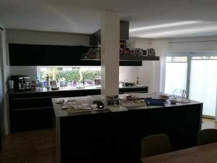 Exklusive, gepflegte 3-Zimmer-EG-Wohnung mit Terrasse und EBK in Hepberg