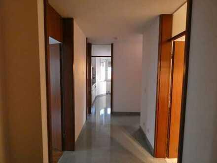 Stilvolle, gepflegte 3,5-Zimmer-Wohnung mit Balkon und Einbauküche in Markgröningen