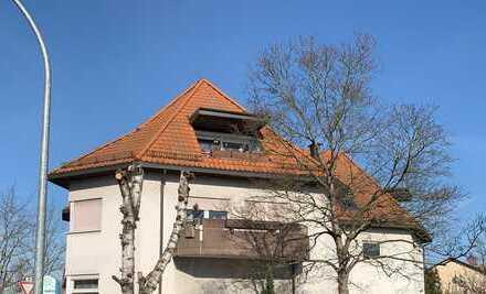 VERKAUFT ! Wohlfühlatmosphäre - Top 3-ZKB-Dachgeschosswohnung mit Terrasse