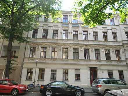 Kapitalanlage!! Große 2-Zimmer Wohnung in Neukölln/ Large 1-Bedroom Apartment in Neukölln