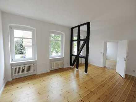 Sehr helle, gut geschnittene, großzügige, sanierte 2-Zimmerwohnung mit Design-Einbauküche