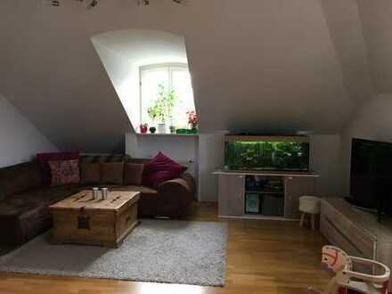 Ansprechende 2-Zimmer-Dachgeschosswohnung mit West-Loggia in der schönen Fasanerie