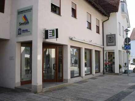 Attraktive Büro- / Ladenfläche mit großer Schaufensterfront beim Metzinger Rathaus und Marktplatz