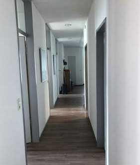 vollmöbilierte 3er WG mit 81 qm gemeinschaftlichem Wohnraum