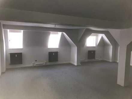Zentral gelegene Loft/Büro- und Praxisräume 163 m² u. Pkw-Stellplätze im Innenhof.