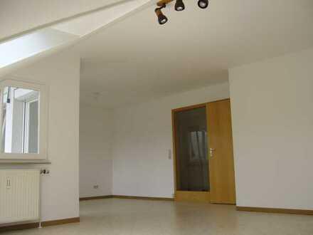 Gemütliche, lichtdurchflutete 2 1/2-Zimmer-DG-Wohnung in Denkendorf