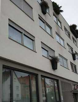 gepfegtes Mehrfamilienhaus mit 2 Gewerbeeinheiten und 7 Wohnungen