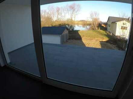 Erstbezug: ansprechende 3-Zimmer-Hochparterre-Wohnung mit grossem Balkon in Otzing /Lailling