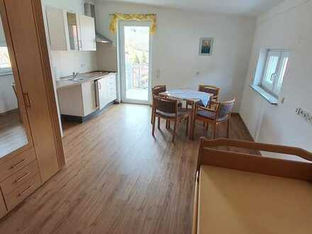 Seniorenfreundliche 1-Zi.-Wohnung mit Küchenzeile und TG Platz