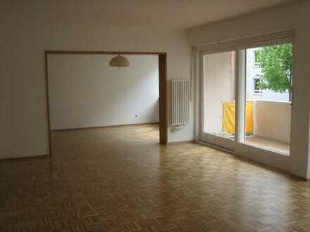 helle, großzügig geschnittene 4-Zimmer-Wohnung auf dem Lindenhof