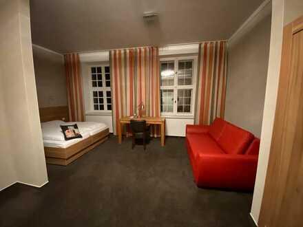 Attraktives Hotelzimmer als ruhiges Einzelbüro