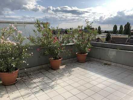 Gepflegte Penthouse-Wohnung mit toller Terrasse und Weitblick - Zentrumsnah!