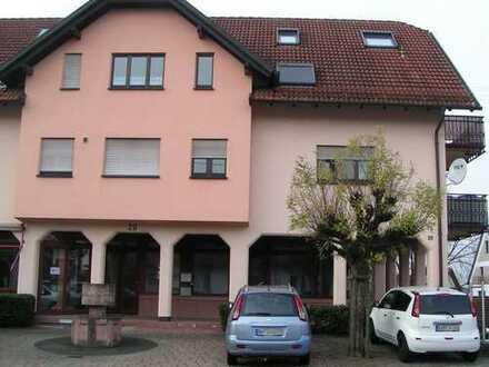 Preiswerte, geräumige und gepflegte 1-Zimmer-Wohnung mit Balkon und Einbauküche in BAD-Steinbach