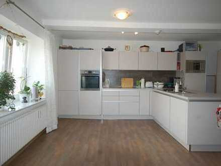 Vermietung einer exklusiven 4-Zimmer-Wohnung mit Dachterrasse und Fahrstuhl im Zentrum von Heide.