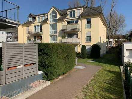 Vollständig renovierte Wohnung mit drei Zimmern und Balkon in Frankfurt a.M./Heddernheim