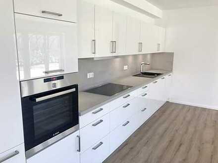 Traumküche bereits inklusive! Exklusive Neubau Wohnung mit riesiger SüdWest Terrasse & Sonnengarten!