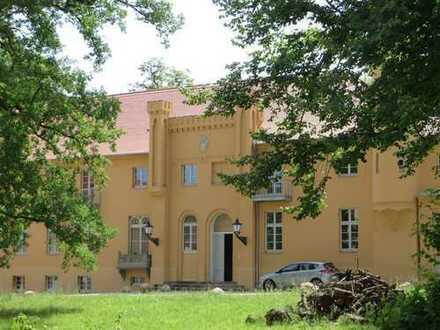 FAMILIENWOHNUNG mit Balkonblick auf den Schwielowsee im Schloss Petzow