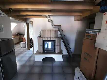Dach- Wohnung mit Balkon und Kachelofen