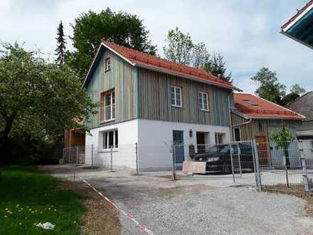 Haus mit Wohnung und Büro/Atelier