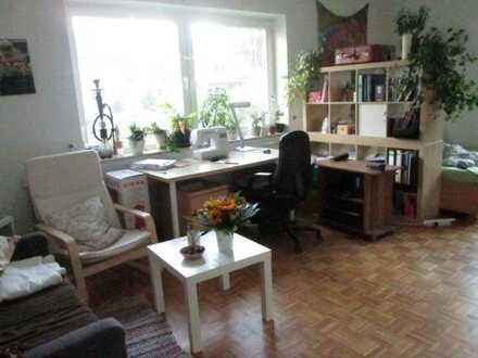 sonniges, großes Zimmer in luxuriöser Wohngemeinschaft