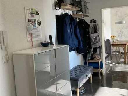Sanierte Wohnung mit zwei Zimmern sowie Balkon und Einbauküche in Niefern-Öschelbronn